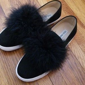 Steve Madden slip on with puff